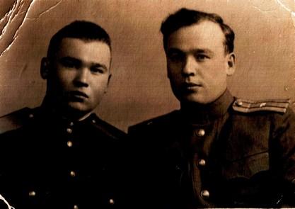 Ахтям Сахапов (справа) с братом Касимом