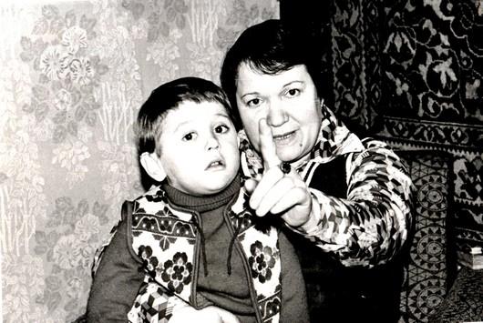 Стас с бабулей Саярой